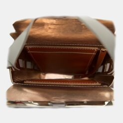 Detalle interior bolso piel